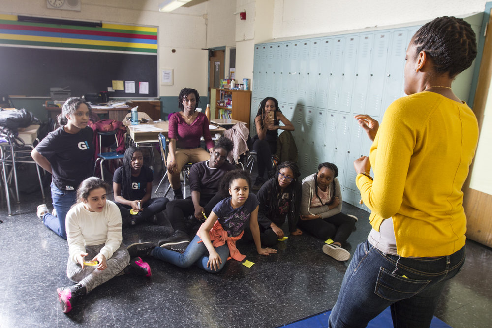 Teaching Artist and students at Hudde Middle School