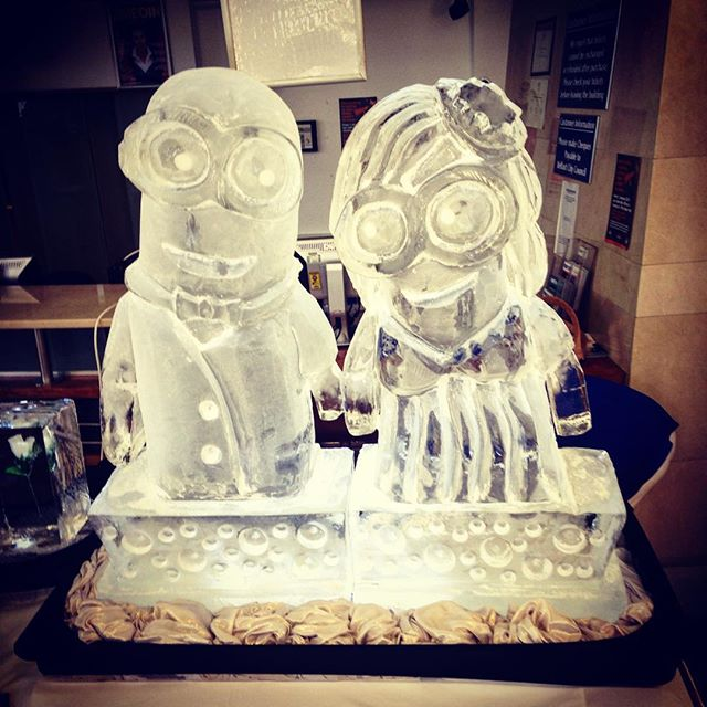 Amazing #minion #icesculpture from Northern Ireland Ice Scuptures #genius @quirkywed