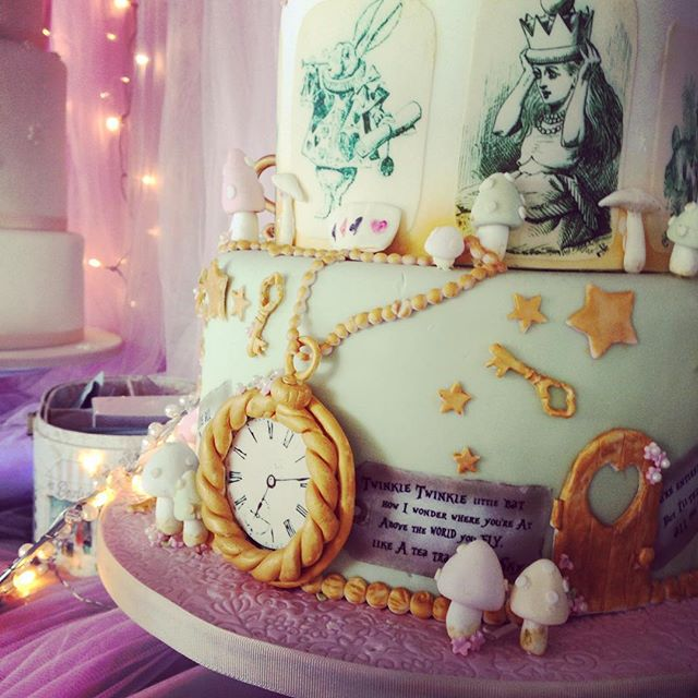 Alice is my favourite- so this cake was amaaaazing @quirkywed @kerryscakecreations #altwedfair
