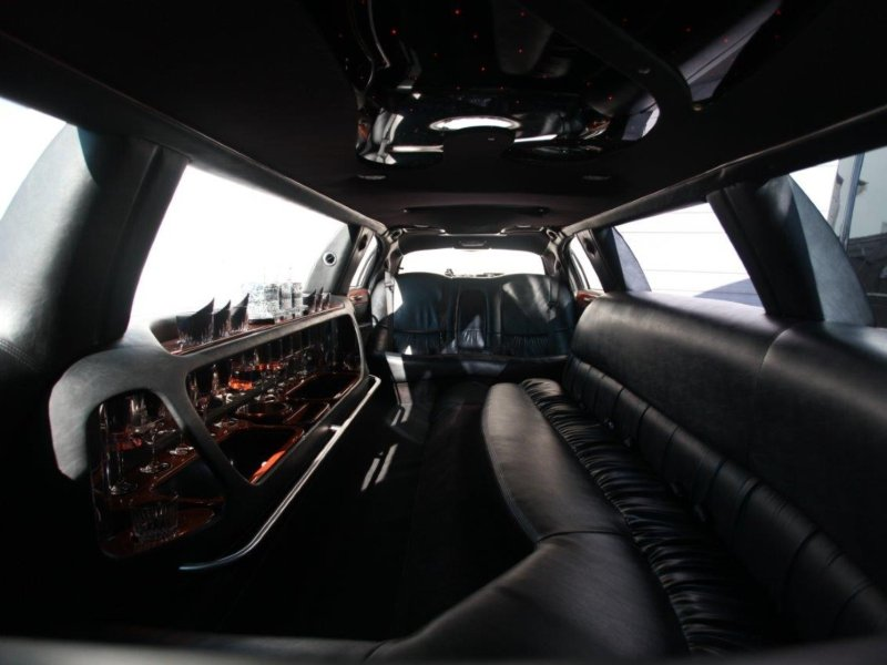 10 Passenger Lincoln Interior without Lights.jpg