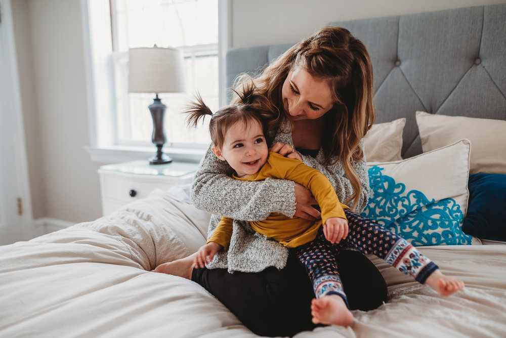 mom playing with daughter {St. Louis in-home family photographer}