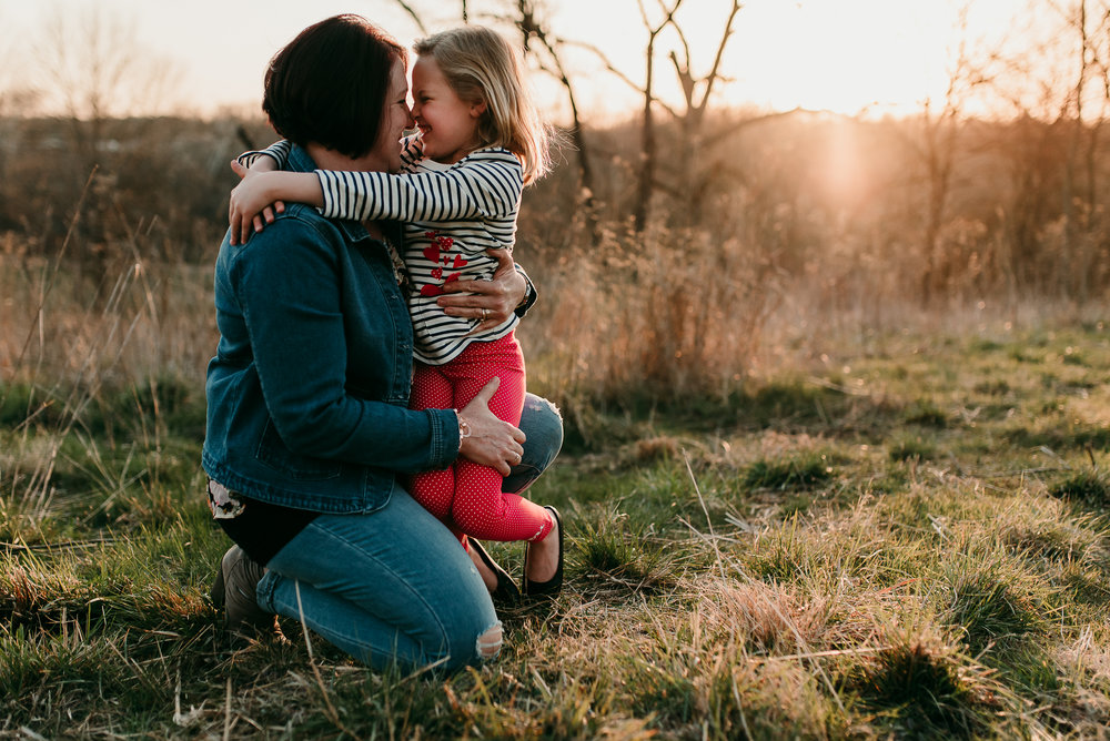 mommy snuggles | St. Louis family photographer