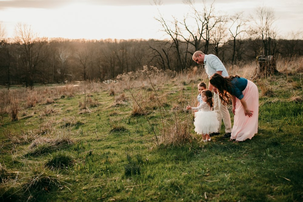 family talking in field angie wynne photography