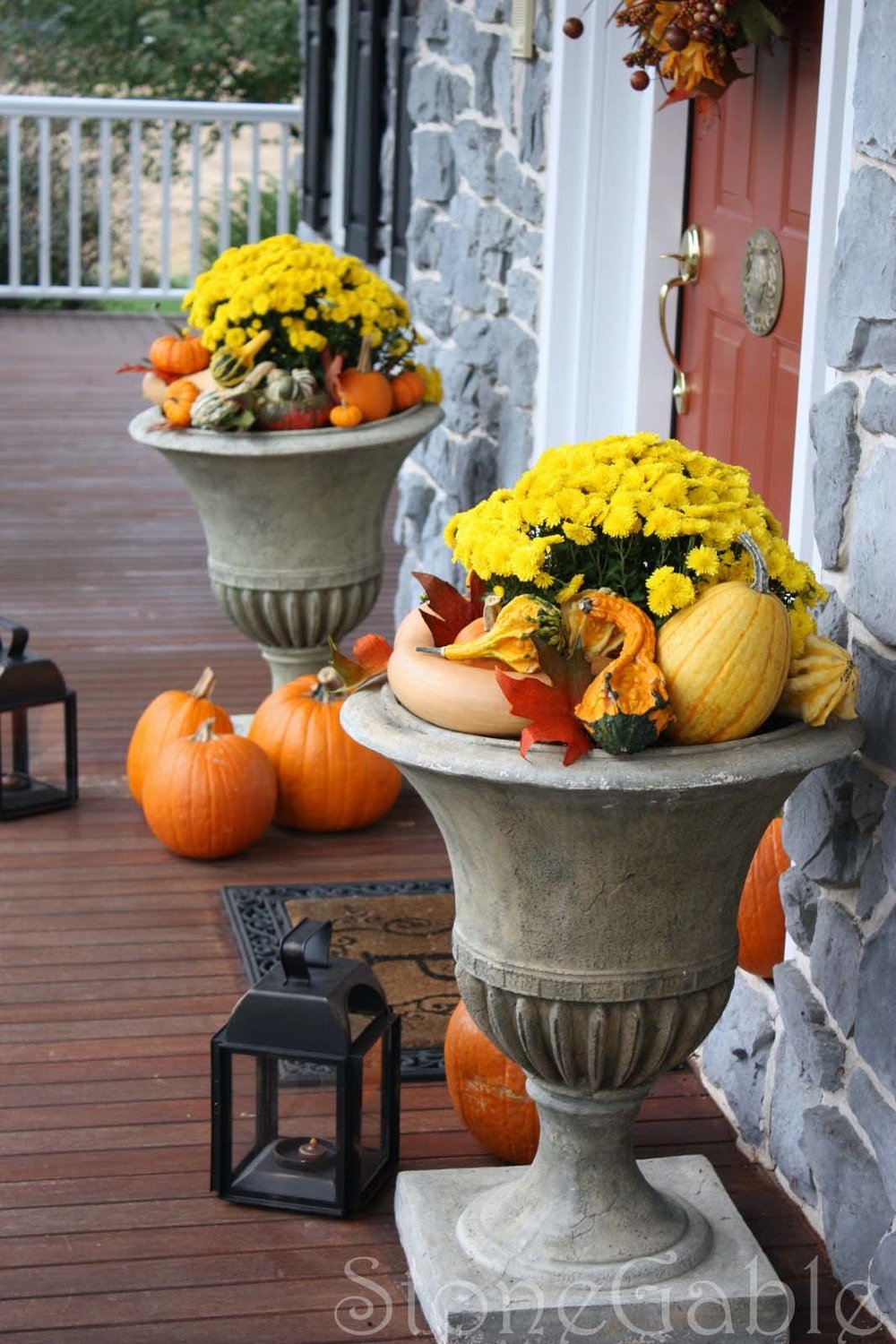 Fall-Outdoor-Decorating-Ideas-32-1-Kindesign.jpg