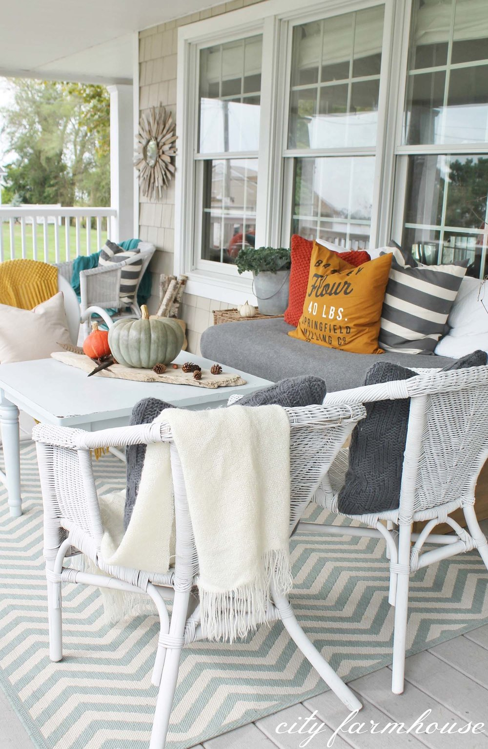 Fall-Outdoor-Decorating-Ideas-21-1-Kindesign.jpg