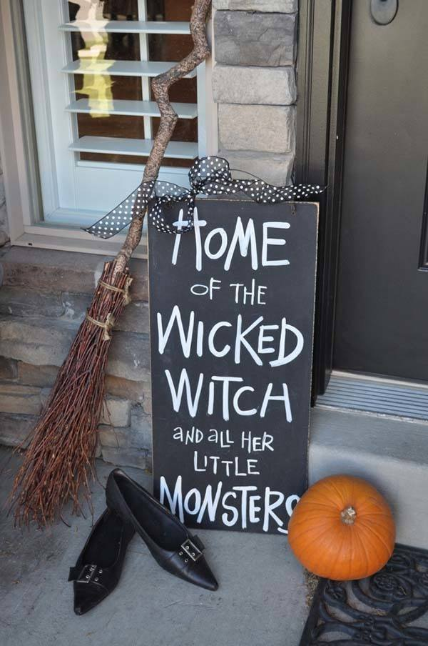 Outdoor-Halloween-Decorating-Ideas-02-1-Kindesign.jpg