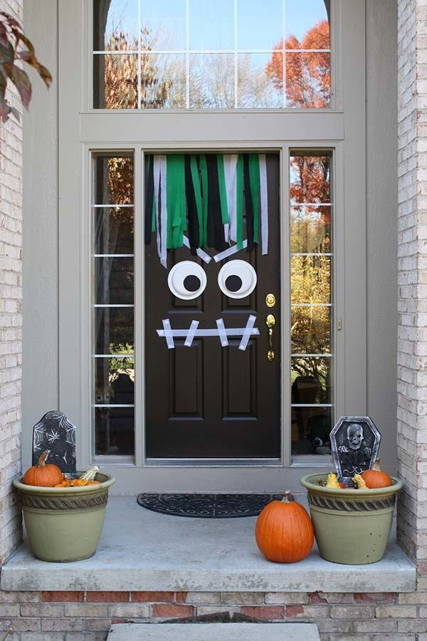 Outdoor-Halloween-Decorating-Ideas-07-1-Kindesign.jpg