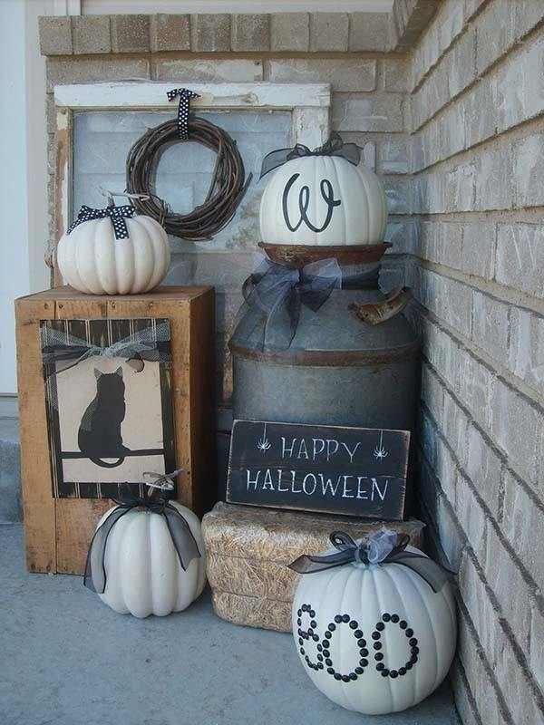 Outdoor-Halloween-Decorating-Ideas-04-1-Kindesign.jpg