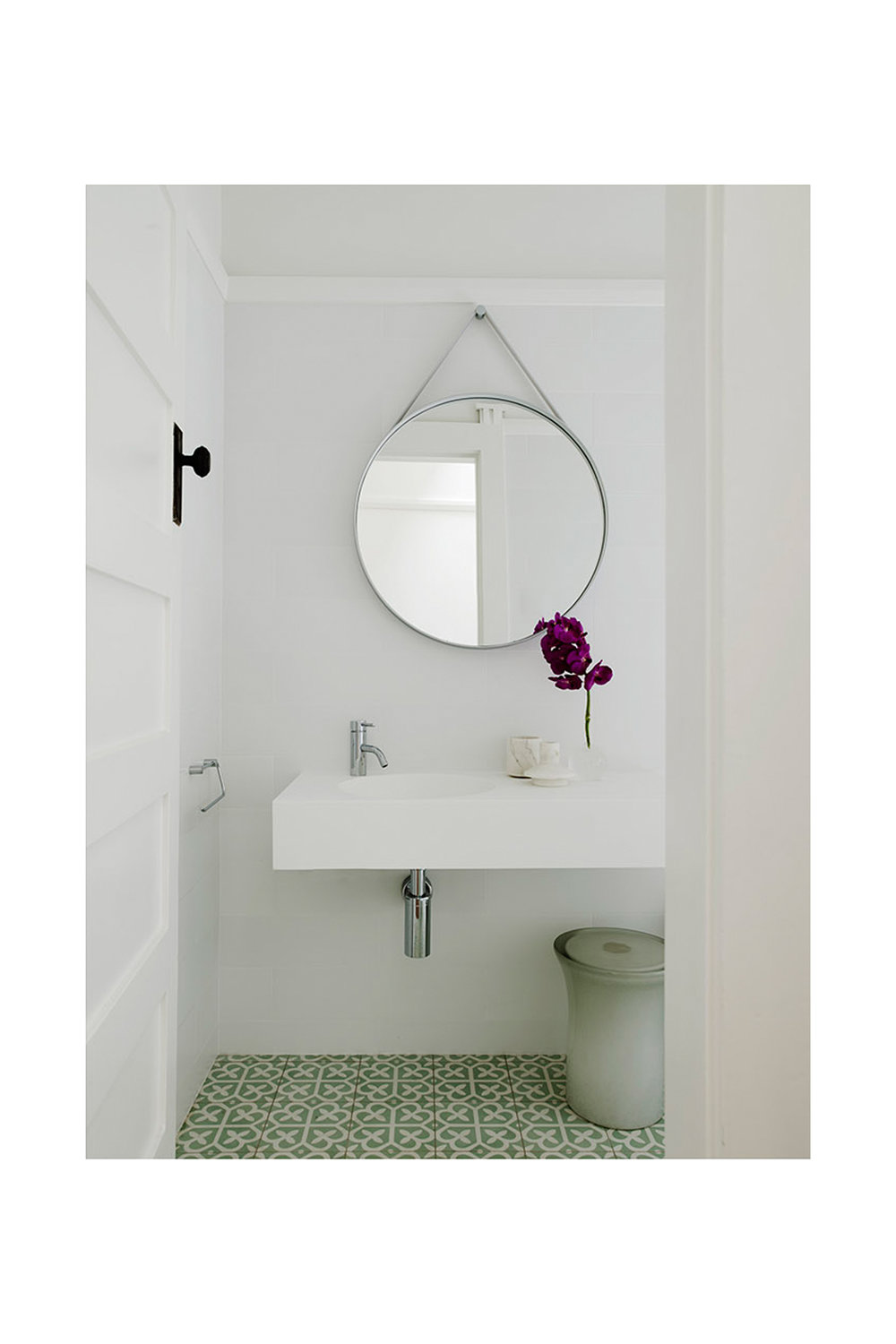 Website | File | Terence Yong Architecture | Coogee House : 2 in 1 | Alteration | A contemporary and elegant bathroom design with a touch of retro charm | 01.jpg