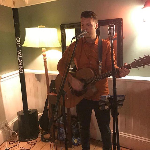 Nice cosy set up for tonight's  gig in #Exeter 🎤🎸 • • • • #livemusic #singersongwriter #music #livemusic #boseprofessional #bose #visitexeter #martinguitar #musicphotography #live #acousticmusic #musicphotography #musiciansofinstagram #UK  #newmusicuk #innewmusicwetrust #martinguitars #guyvalarino #bosel1compact @martinguitar @bose_professional @zara @fossil