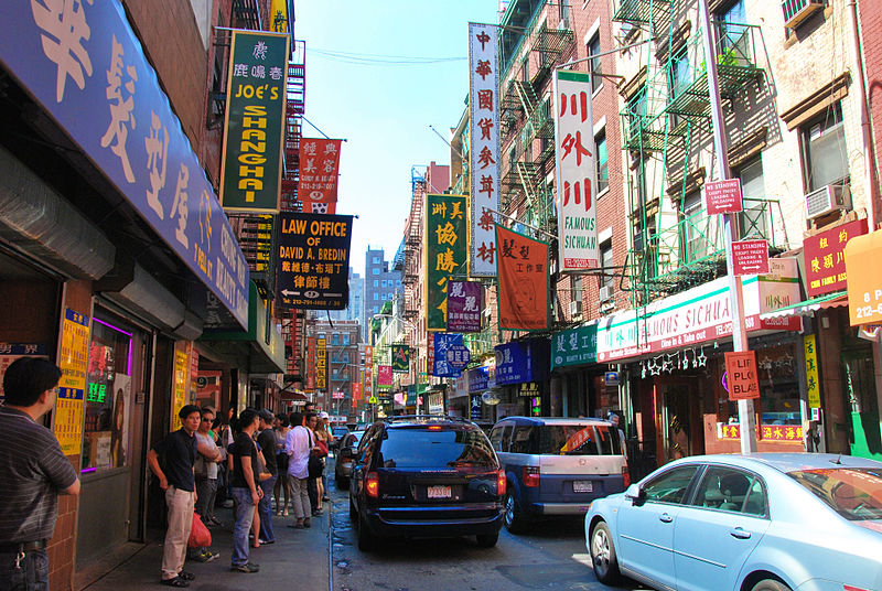 China Town Manhattan,   By chensiyuan (chensiyuan) [GFDL (http://www.gnu.org/copyleft/fdl.html) or CC BY-SA 4.0 (https://creativecommons.org/licenses/by-sa/4.0)], via Wikimedia Commons
