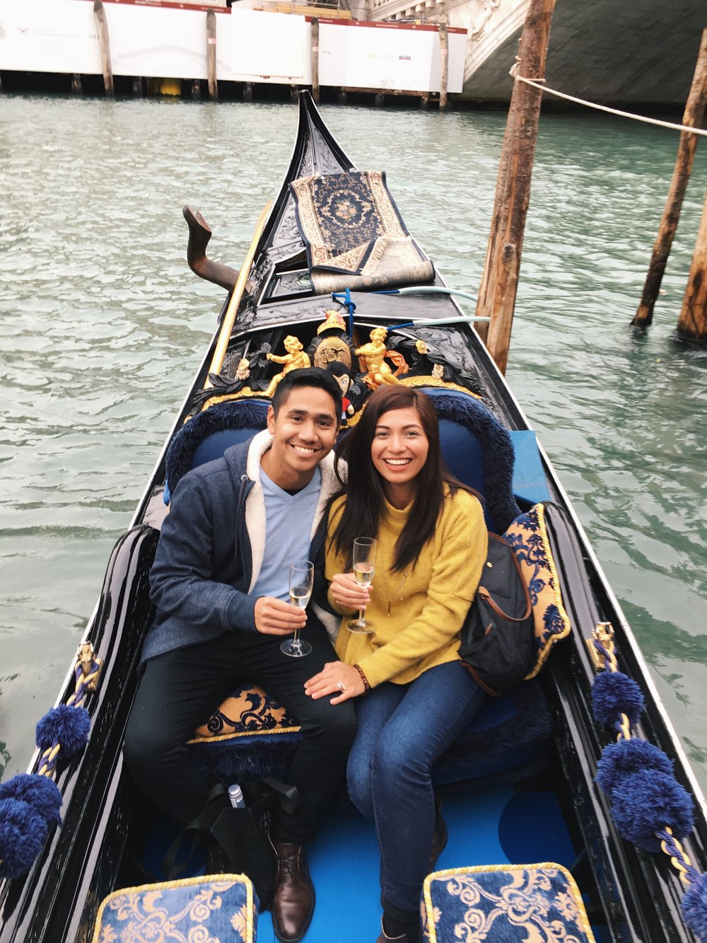 vergs-roxci-couple-gondola-venice