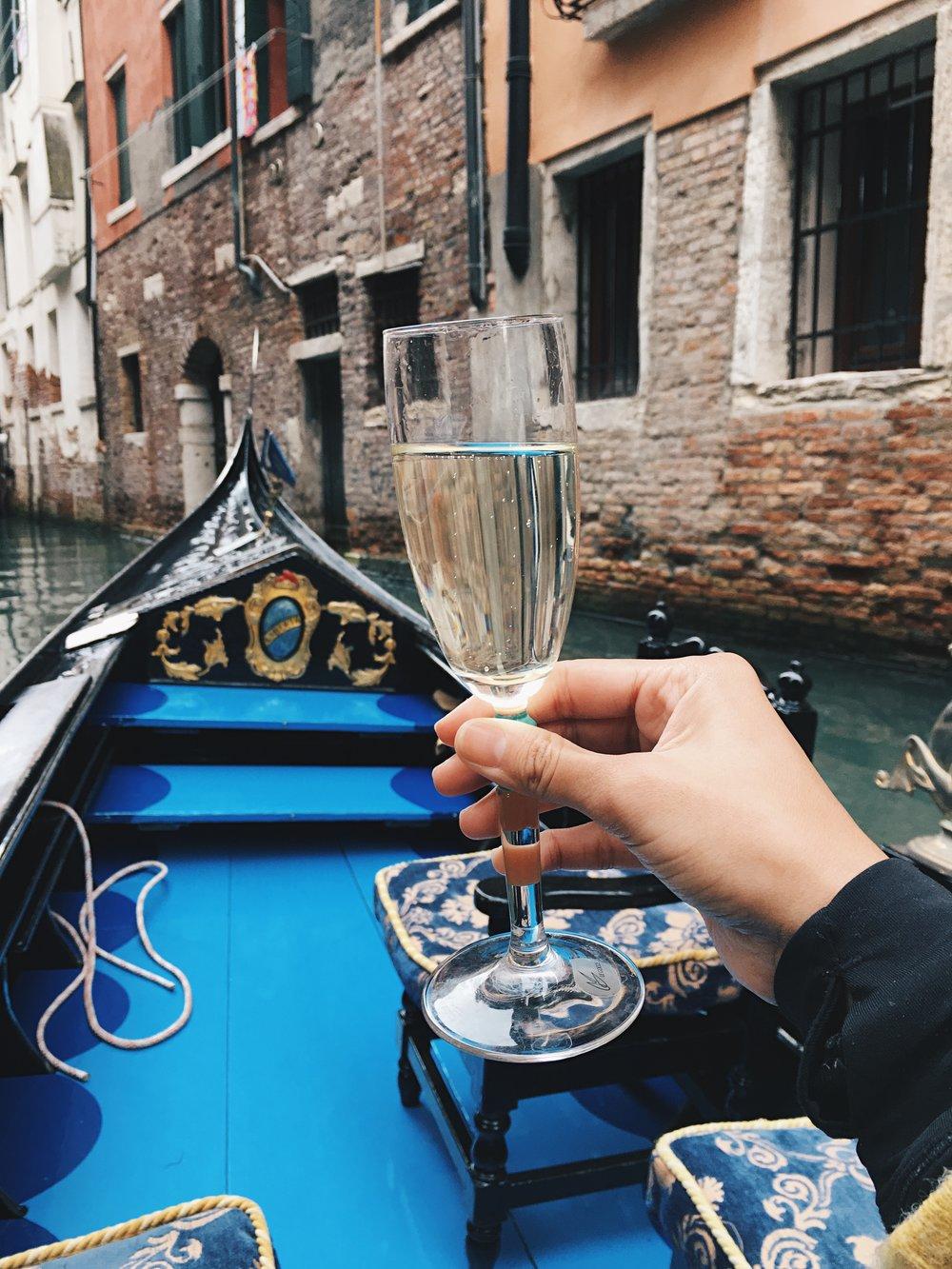 champagne-gondola-venice