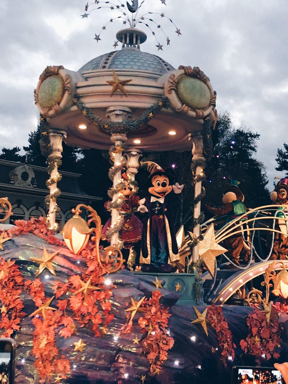 mickey mouse parade disneyland paris