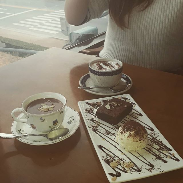 A chocolate date #Chocolate #girls #european #Coffee
