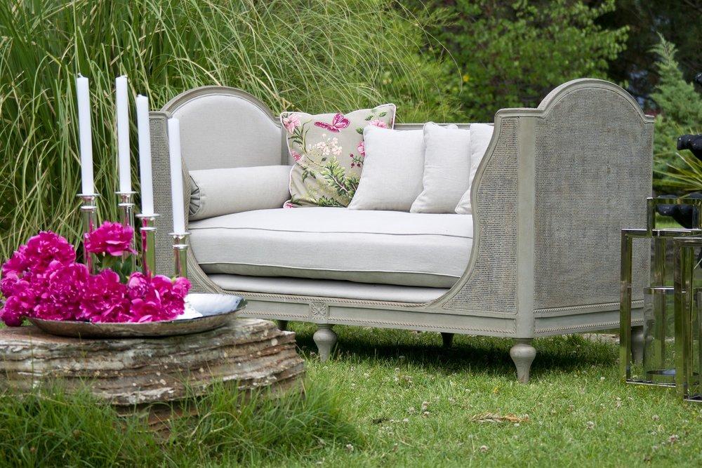 armchair-2591679_1920.jpg