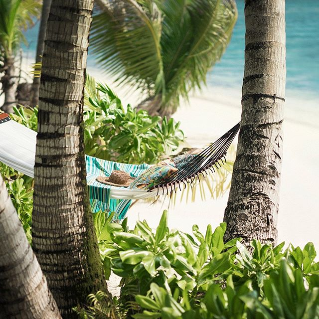 It's been a cold week in most of the world, but it's Friday, time to relax. Where better than the beach at the beautiful Four Seasons Resort Seychelles at Desroches Island (@fsseychelles)? Follow the link in our bio to book your stay with #LuxuryBARED for exclusive benefits. #LuxuryTravel #Travel #Friyay #Weekend #FridayFeeling #LoveToTravel #Seychelles #Beach #Hammock #Relax #Bliss #Love #Beautiful #Wanderlust #Instagood