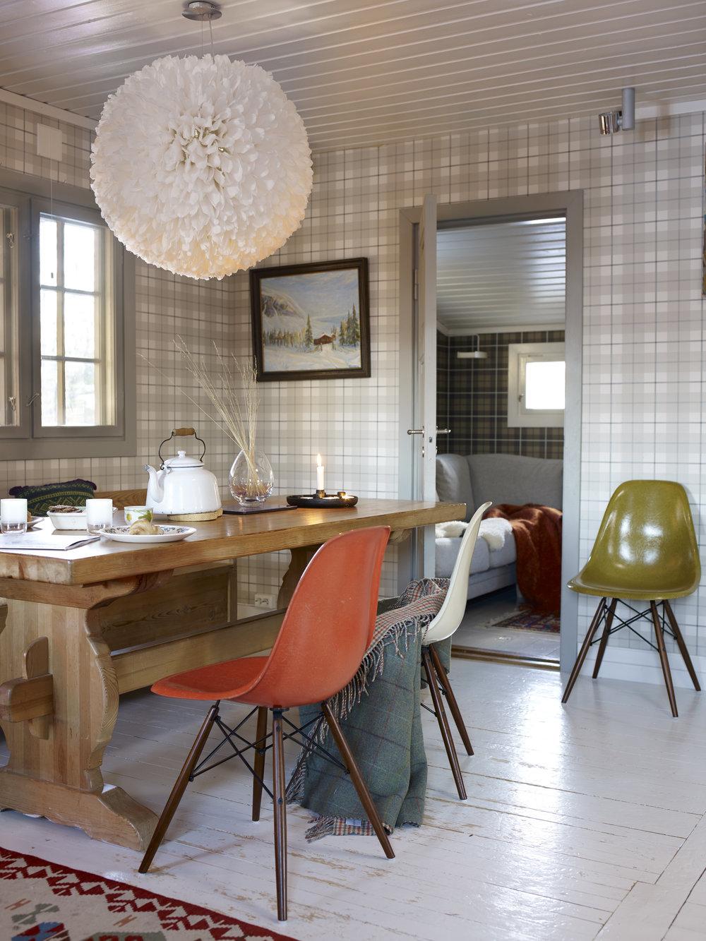 Møblering   Når farger, belysning og planløsning er på plass skal møblene inn. Det er ikke alltid opplagt hvor de skal stå. I stuen eller på barnerommet, gjesterommet eller gangen. Det er ofte ikke mye som skal til for at du skal føle deg hjemme, og vi ser hva som mangler.