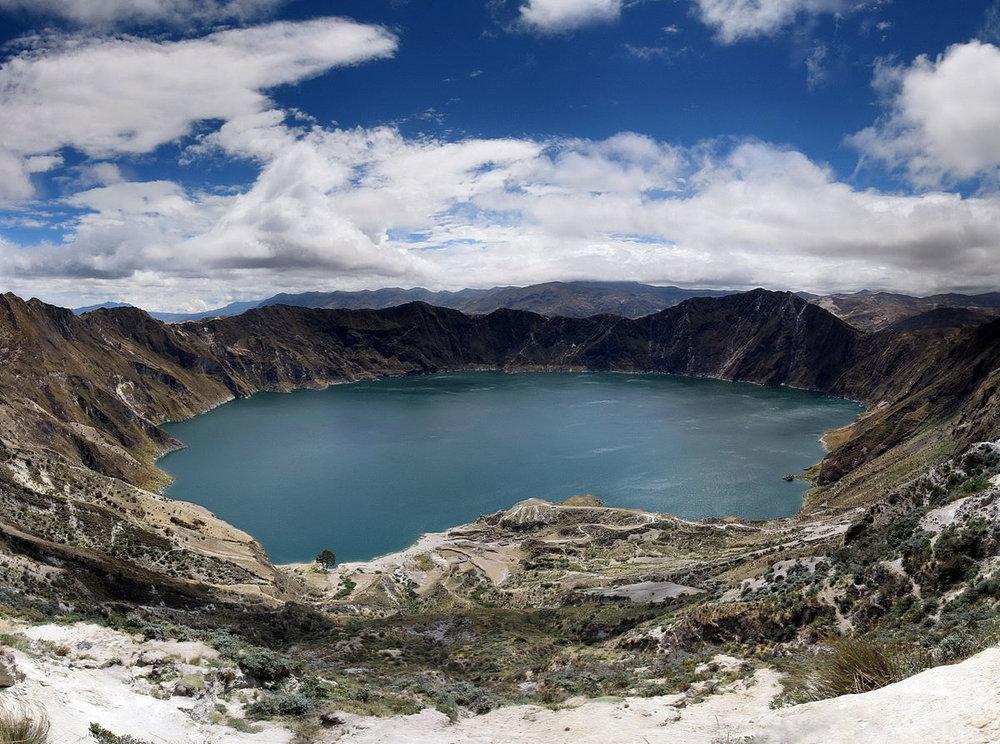 1200px-Panorama_quilotoa_crater_lake_ecuador.jpg