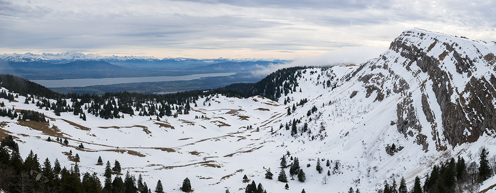La Dôle (à droite) et sa vue imprenable sur les Alpes.