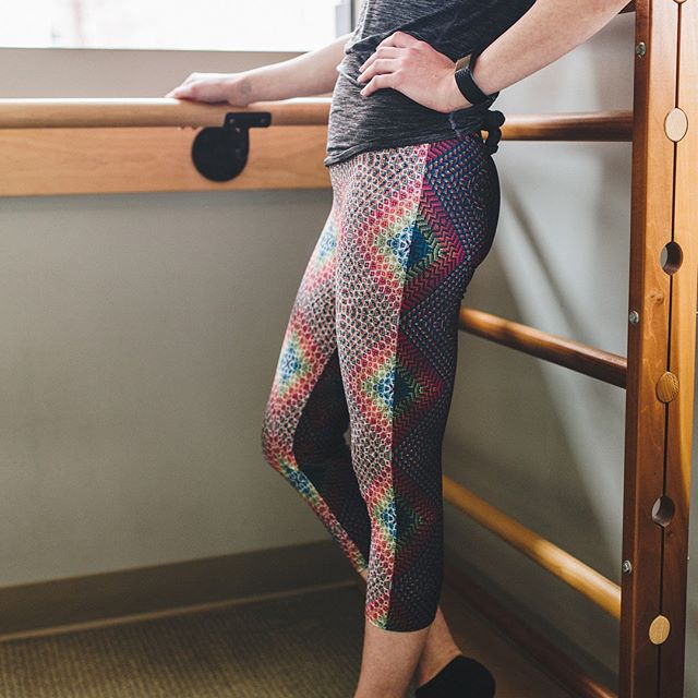 I am beyond thrilled to have received my first order for these new yoga capris I designed, Black and White Rainbow Diamond Woven Repeat Yoga Capri Leggings! 💙💙💙 Message me if you want to place an order for yourself or go to www.wovenrepeat.com. 😊 . . . Photo credit: @whitneyknutsonphotography Model credit: @kybirdlee Location credit: @barmethodkc