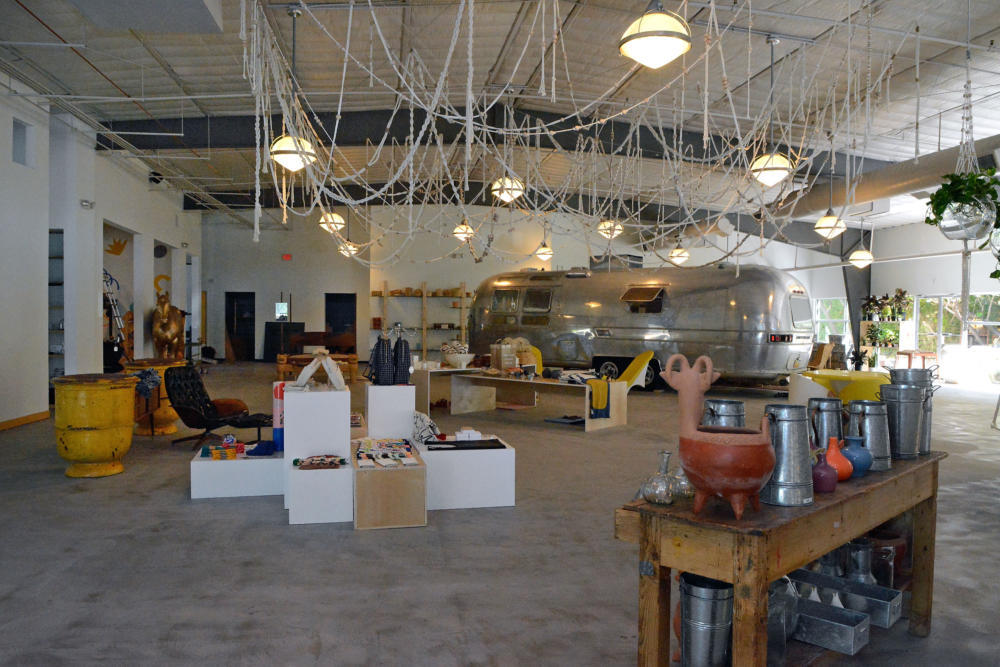 "Albuquerque JournalNew shop aims to spur Sawmill redevelopment - ALBUQUERQUE, N.M. — The redevelopment of the Sawmill District is about to take its next step.Spur Line Supply Co., describing itself as a ""lifestyle concept store which highlights locals,"" is set to open on Sept. 1, owner Tess Coats said.Read More..."