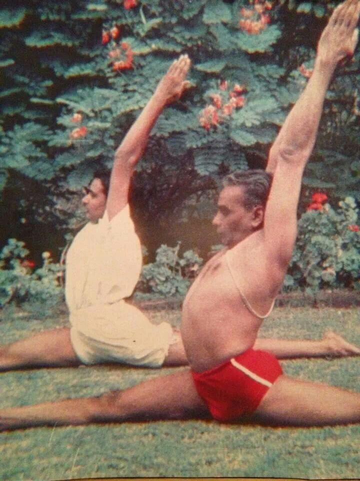 B.K.S. Iyengar teaching hanumanasana