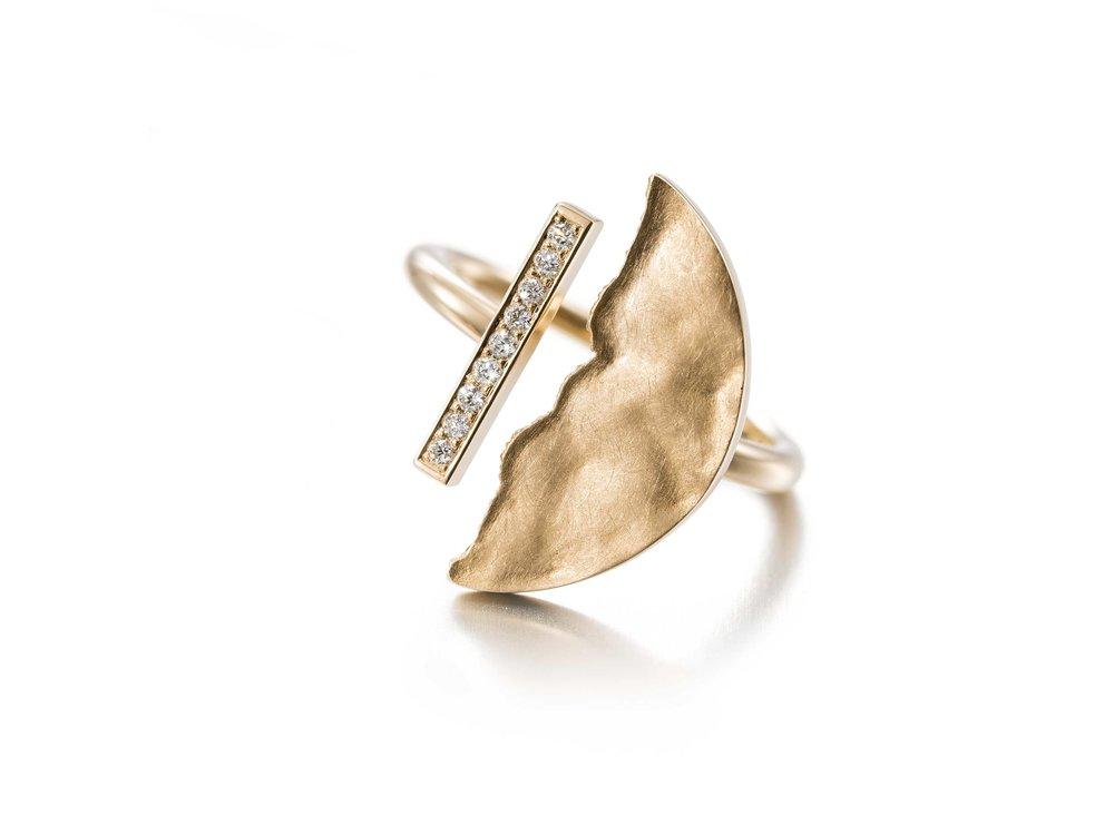 keski-pomppu_moon_and_back_ring_gold_diamonds_13748DDK_1850EUR_lowres.jpg