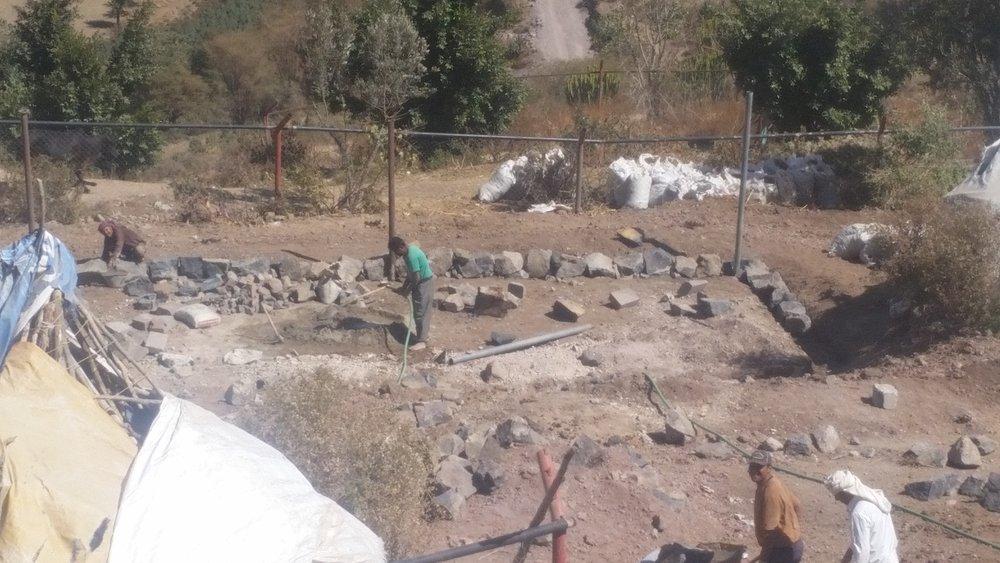 ibb zoo working volunteers 7 JAN 2019 by OWAP AR shelter construction project yemen zoo rescue.jpg