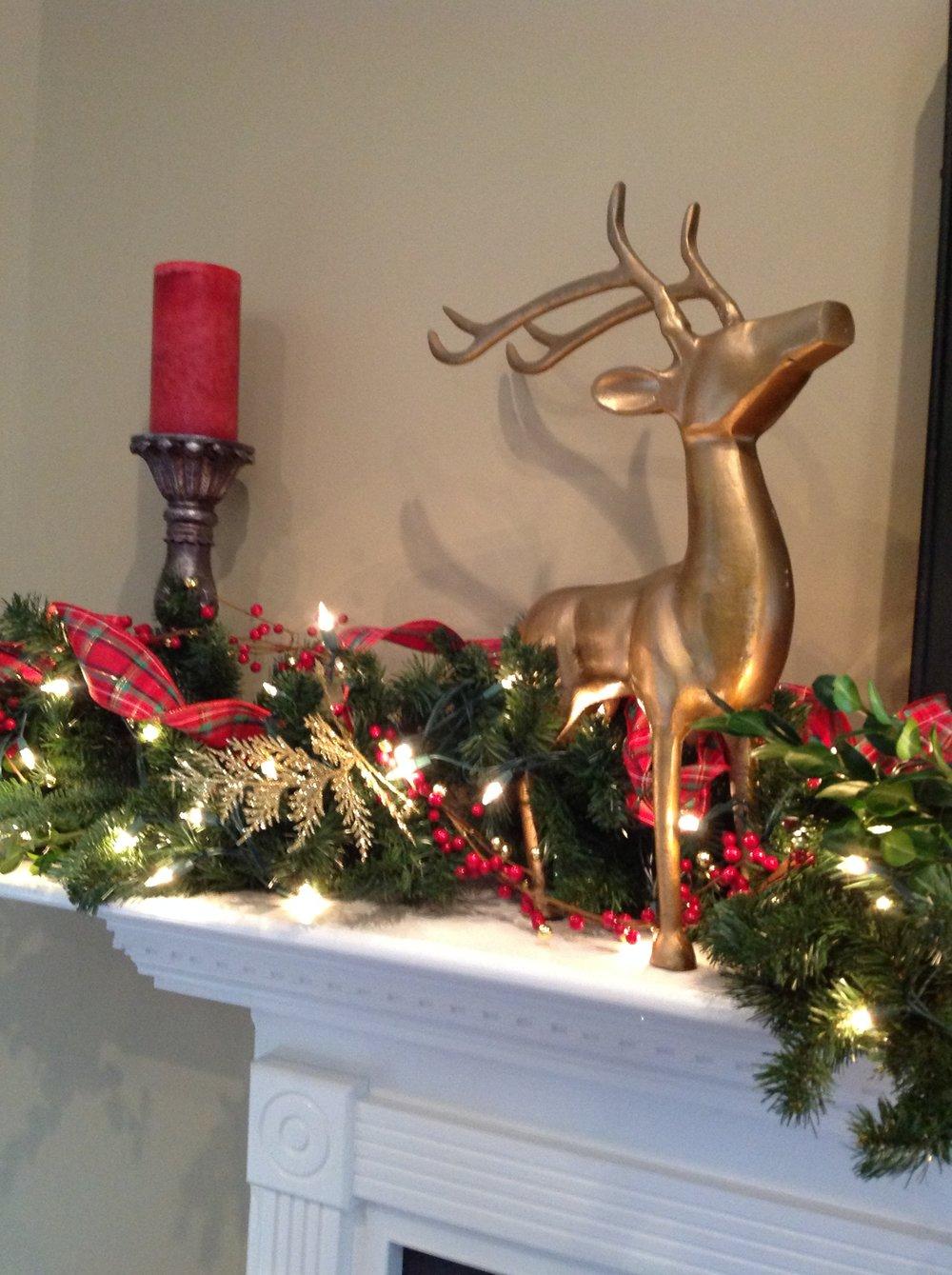 mantel reindeer detail