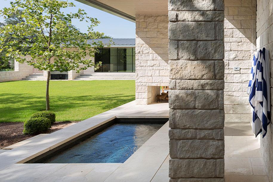 courtyard-whitexthottub.jpg