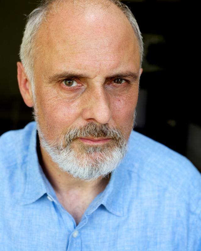 Ian Macnaughton - as Hirshel Günzberg