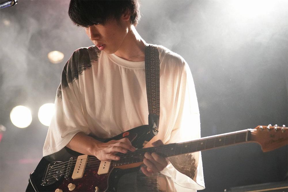Hoshi Wataru (Guitar/Chorus)