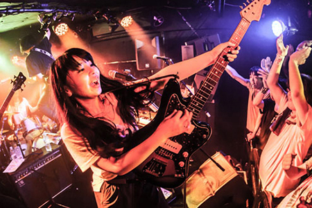Kana Shimizu (vocals, guitar, keyboard)