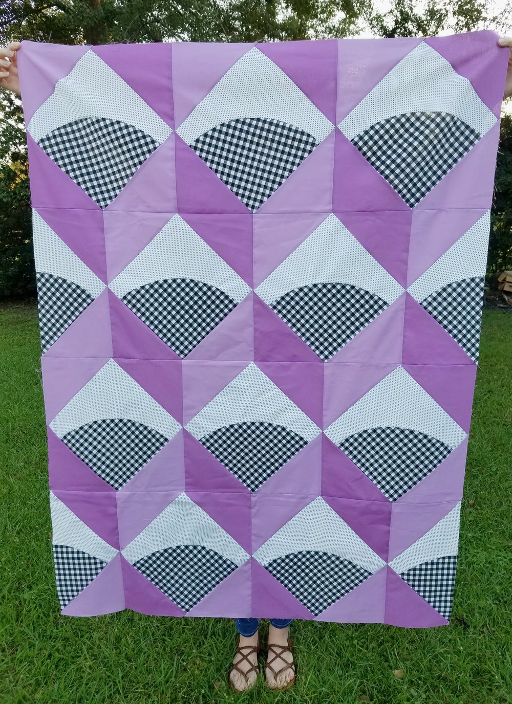 Julie  @thelittlepineneedle  made this rad 80's gingham and purple baby quilt!