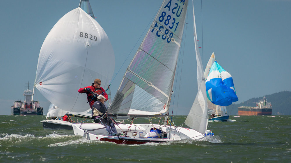505 dinghy heading upwind