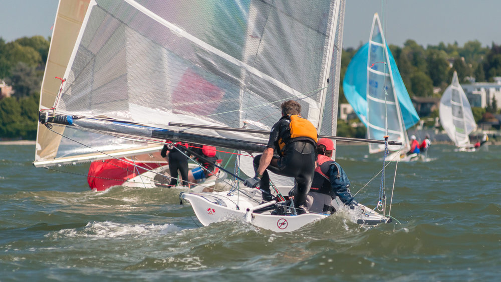 505 dinghies racing downwind