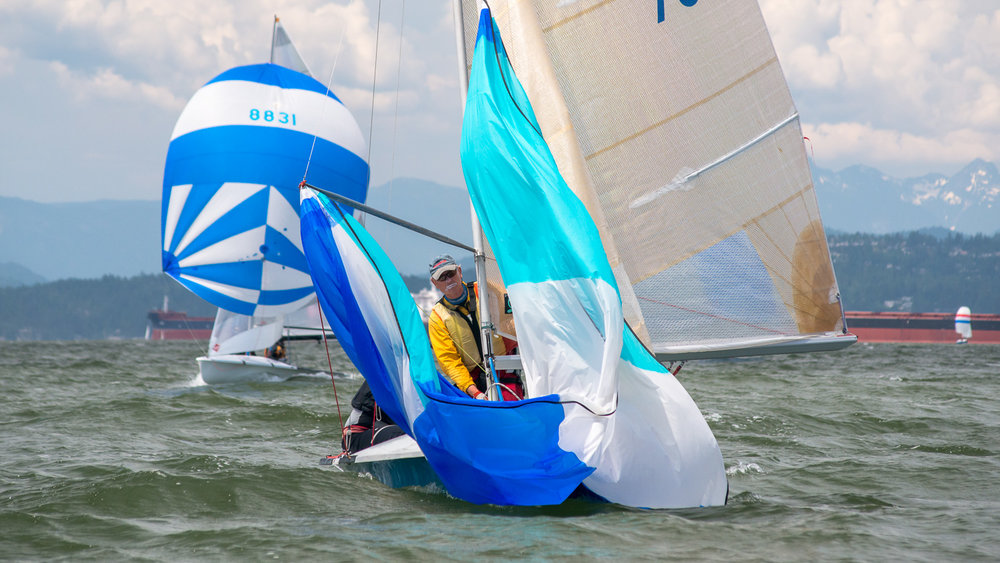 505 dinghy dousing spinnaker