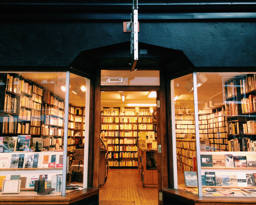 Librairie Le port de tête in the Plateau via Lora Weaver Mysteries by Katy Leen