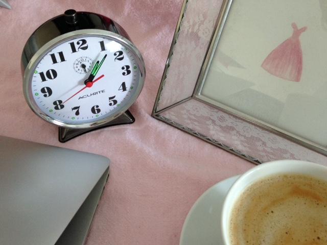 katyLeen_mysterySeriesWriter_clockBack.JPG