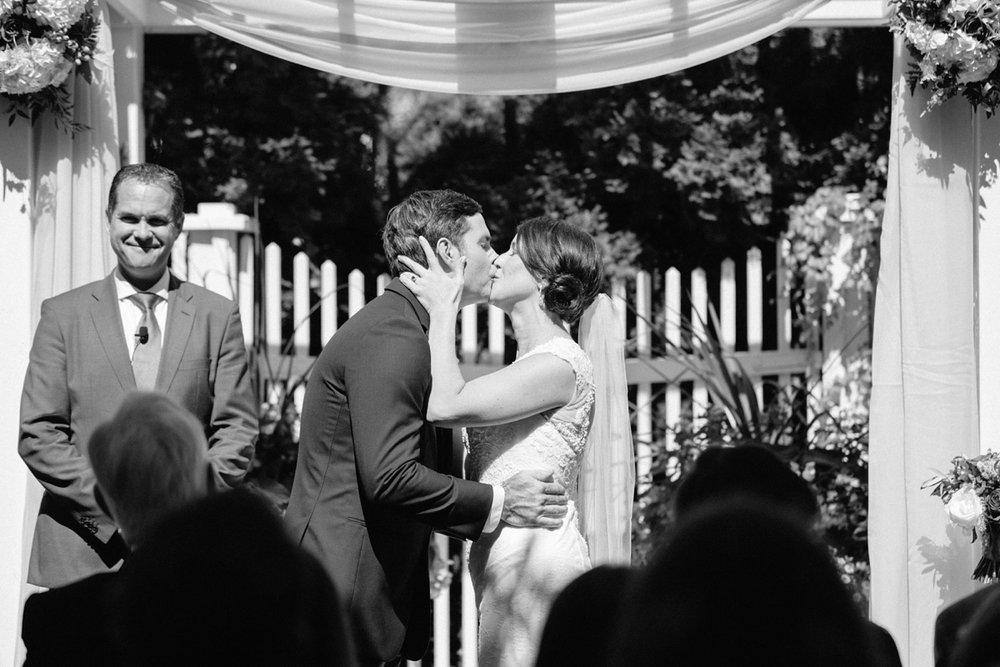 Katie-Howell-Photography-Wedding-Niagra-Falls-Pillar-and-Post8.jpg