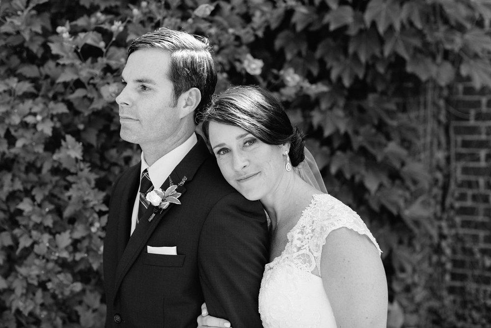 Katie-Howell-Photography-Wedding-Niagra-Falls-Pillar-and-Post15.jpg