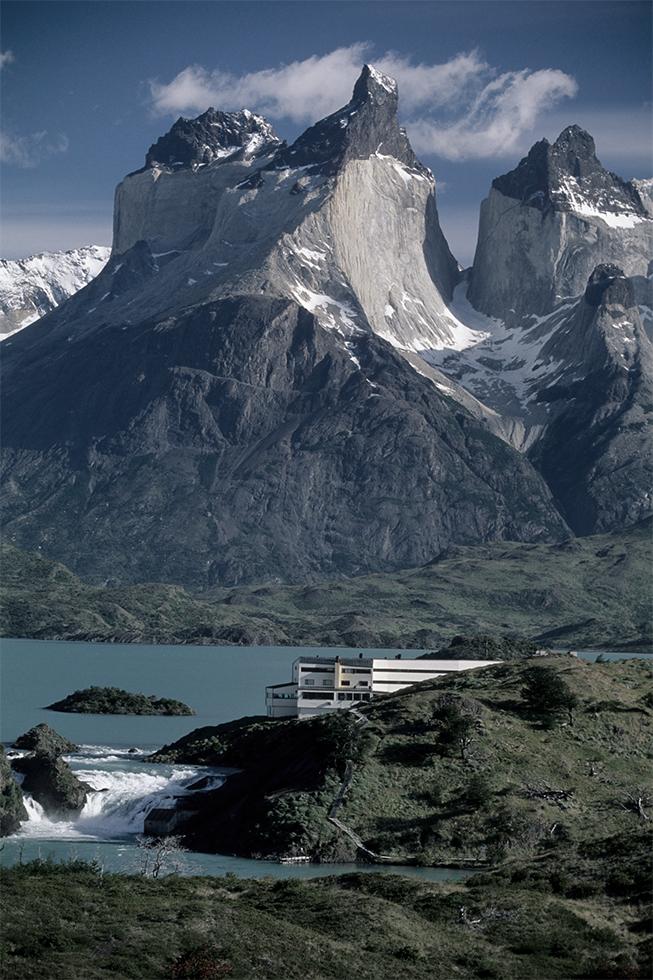 Hotel Explora en Patagonia - Germán del Sol & José Cruz Ovalle  ©  Guy Wenborne