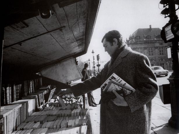 2. Julio Cortazar por las calles de París.