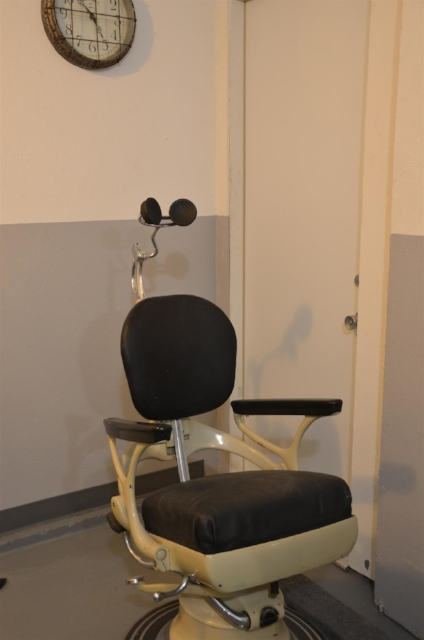 Interrogation chair