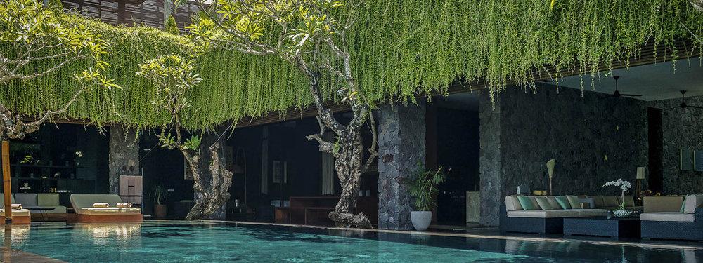 Villa-Mana---Open-spaces-poolside.jpg