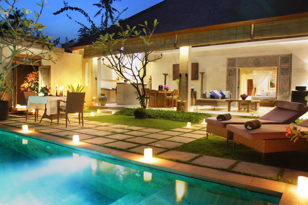 DELUXE 1bdm Villa -  Boasting 300 sqm of living, this spacious 1 bedroom villa has its own swimming pool and resort style lounging area.