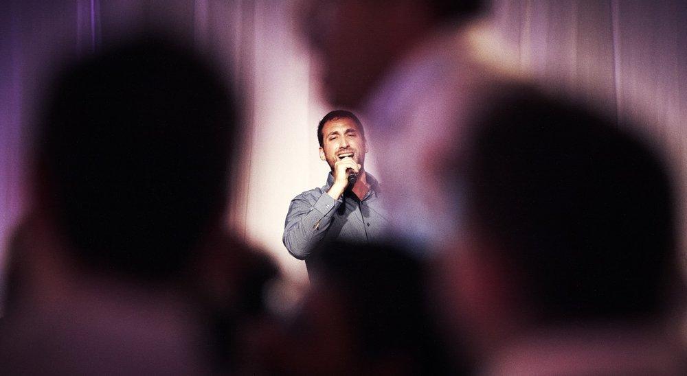 isser singing.jpg
