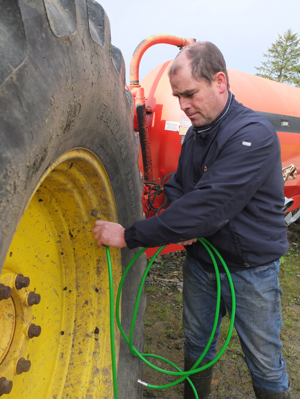 Focus on the Farming - The Tyre2Tyre Balancer gives you the freedom to manage your slow punctures on your schedule, and without undue risk to your own safety or machinery.Simply connect a strong tyre to a slow puncture tyre, come back to the puncture when you're ready to drive to your compressor.Mend the puncture (or not!), but do so when you have the right tools and help to hand!