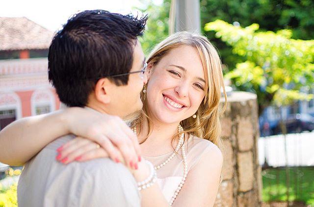 Da sessão de fotos com o casal logo após o casamento civil no cartório ✨💍 Veja mais em: http://bit.ly/ahcasamentocivil